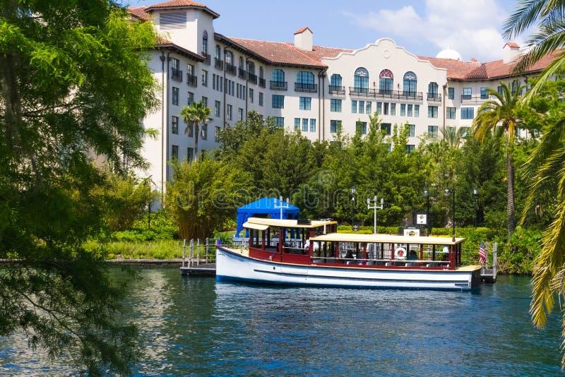 Orlando USA - Maj 9, 2018: Bevattna transport på hårt vaggar hotellet i Orlando, USA på mars 10, 2008 arkivbild