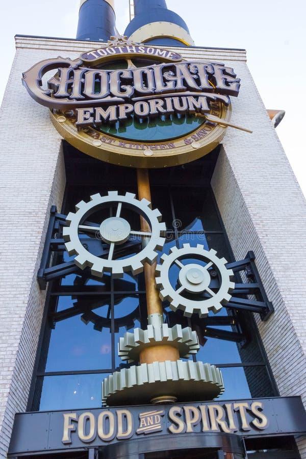 Orlando USA - Maj 8, 2018: Charlie Chocolate Emporium i den universella Orlando Resort arkivfoton