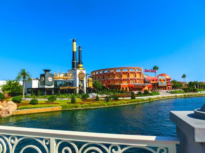 Orlando USA - Maj 8, 2018: Charlie Chocolate Emporium i den universella Orlando Resort arkivbilder