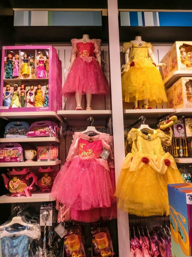 Orlando USA - Maj 10, 2018: Den färgrika prinsessan på Orlando för inomhus shoppinggalleria för Disney lager högvärdigt uttag på royaltyfri fotografi