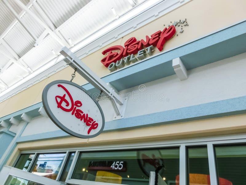 Orlando USA - Maj 10, 2018: Tecknet för Orlando för inomhus shoppinggalleria för Disney detaljist ett högvärdigt uttag på Orlando royaltyfri bild