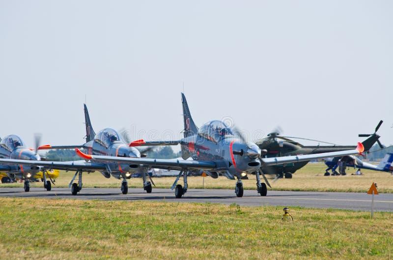 Orlik bildande på Radom Airshow, Polen arkivbild