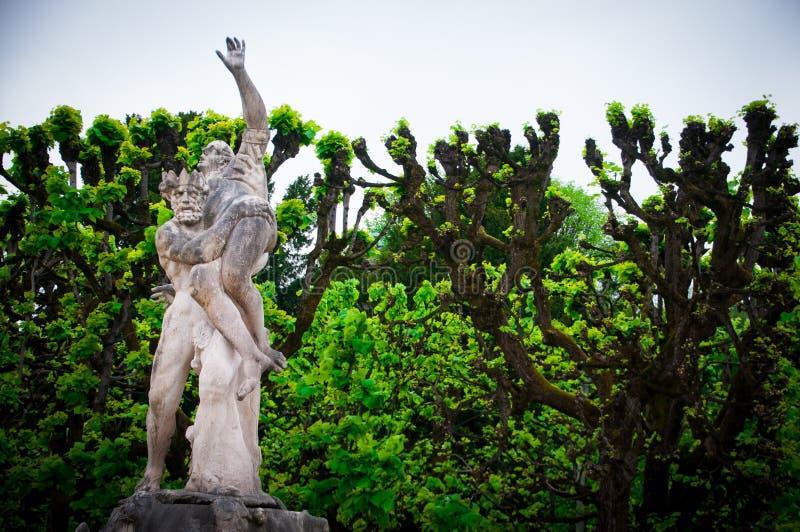 Ornamentacyjni ogródy, piękni kwiaty i Mirabell pałac w Salzburg, Austria obraz stock