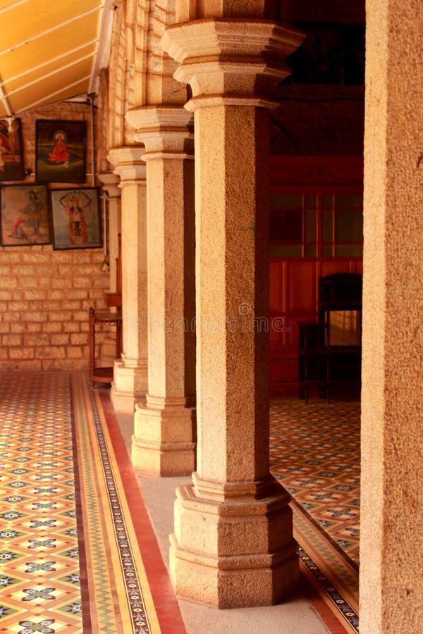 Ornamentacyjni podwórzowi filary w pałac Bangalore zdjęcia royalty free