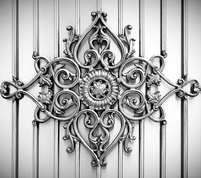 Ornamental auf Metallhintergrund lizenzfreie abbildung