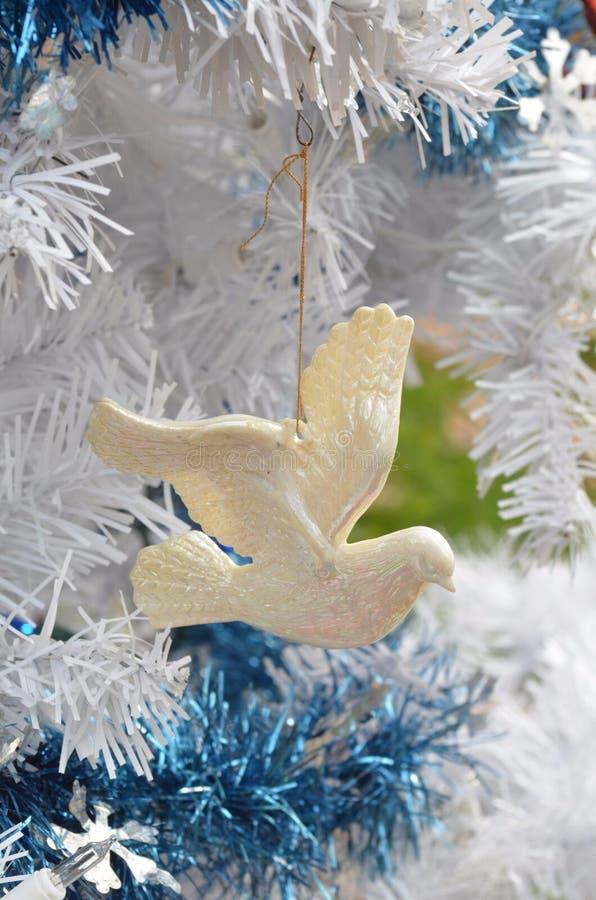 Ornamenti dell'annata di simbolo della colomba di pace di natale bianco fotografia stock libera da diritti