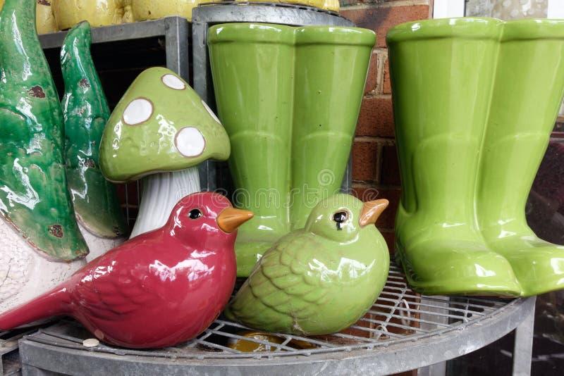 Ornamenti di ceramica del giardino immagini stock