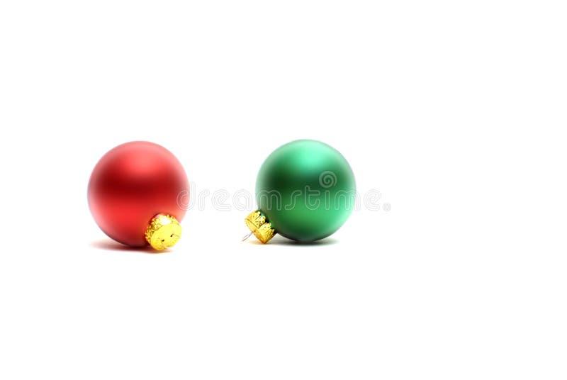 Ornamenti di natale su bianco immagine stock