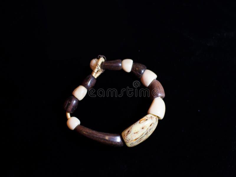 Ornamento étnicos marrons da joia do bracelete disponível fotos de stock