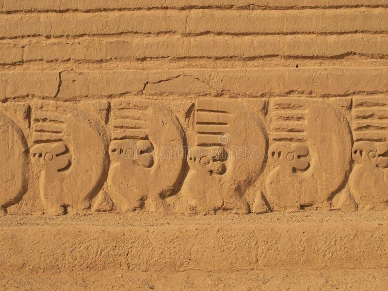 Ornamento antiguo en el sitio de Chan Chan fotos de archivo