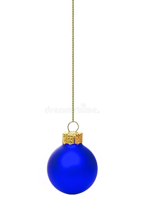 Ornamento azul colgante de la Navidad sobre blanco fotografía de archivo libre de regalías