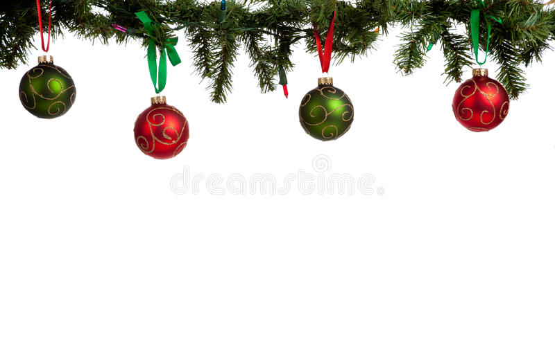Ornamento/baubles do Natal que penduram da festão fotografia de stock