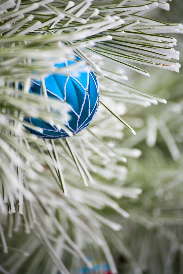 Ornamento blu di natale immagini stock libere da diritti