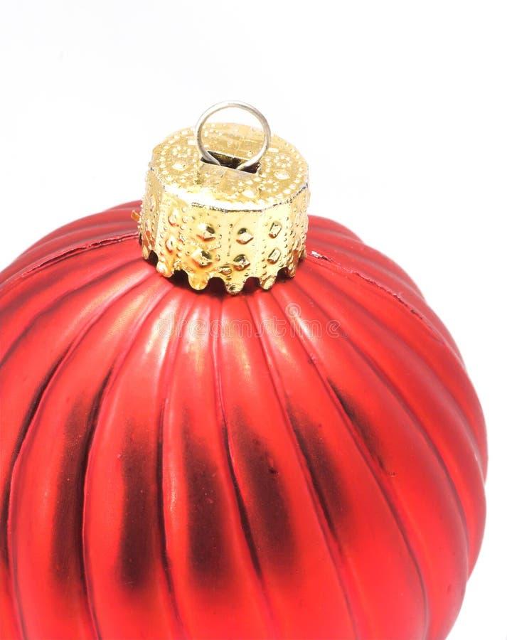 Ornamento brilhante vermelho do Natal fotografia de stock royalty free