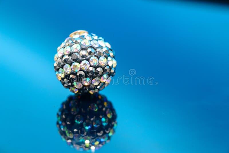 Ornamento colorido del día de fiesta de la Navidad del oro de las joyas imagen de archivo