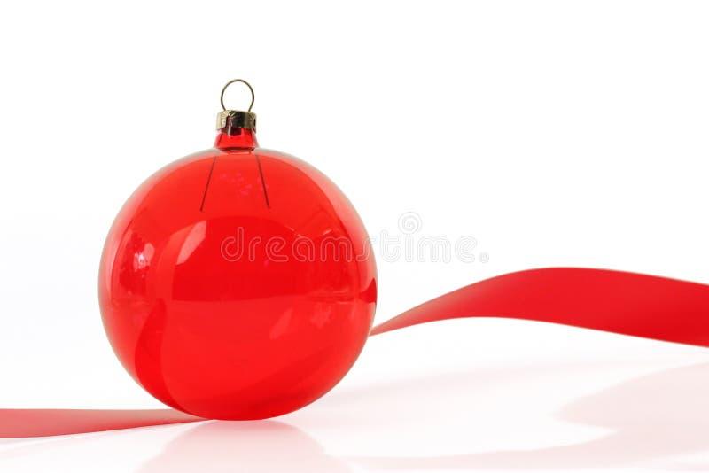 Ornamento cristalino rojo en blanco fotos de archivo libres de regalías