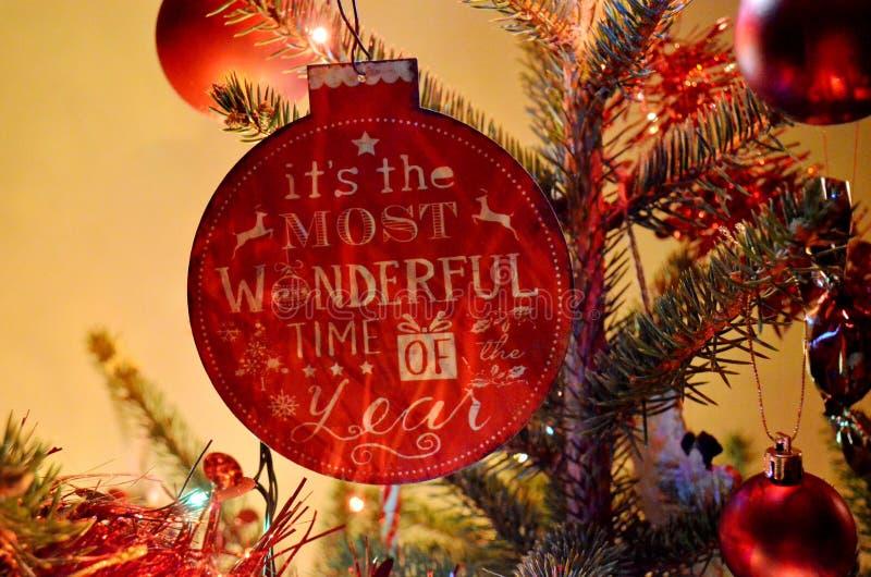 Ornamento da árvore de Natal com inscrição imagem de stock royalty free