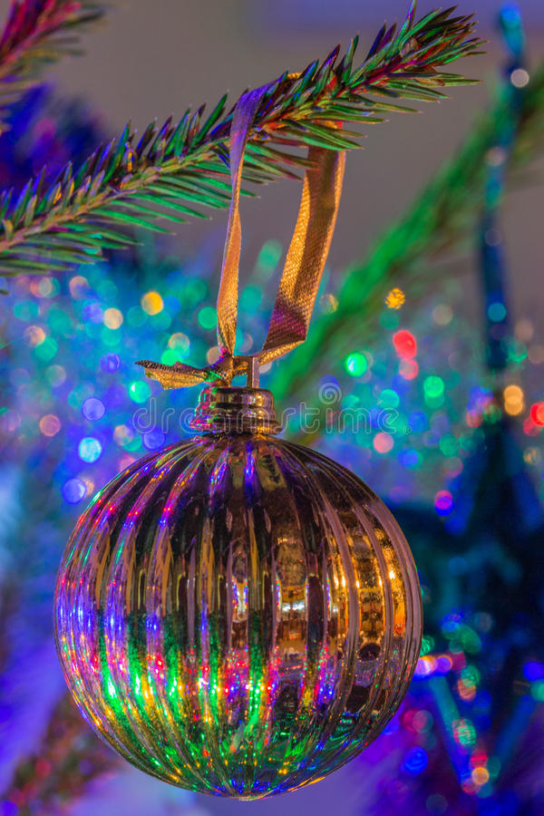 Ornamento da árvore de Natal do ouro foto de stock royalty free