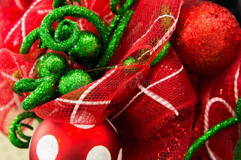 Ornamento das decorações do Natal, os vermelhos e os brancos foto de stock