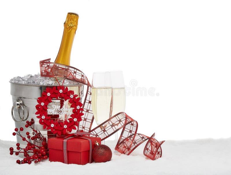 Ornamento de Champagne e de Natal fotografia de stock royalty free