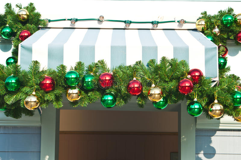 Ornamento de la Navidad adornado en el toldo de la lona foto de archivo