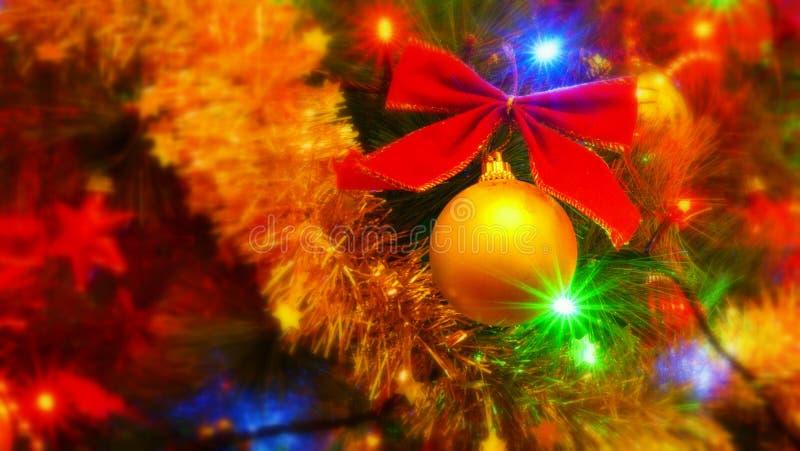 Ornamento de la Navidad, arco rojo de la chuchería del oro imagen de archivo libre de regalías