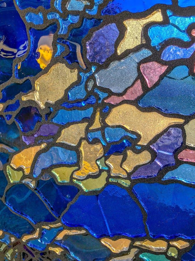 Ornamento decorativo da parede multicolorido do mosaico da telha quebrada cer?mica e de vidro imagens de stock