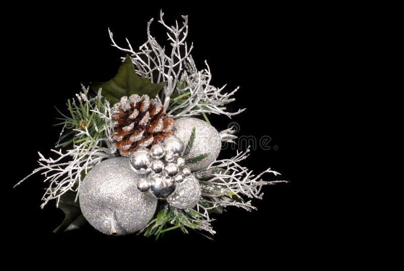 Ornamento del blanco, de plata y verde de la Navidad con el cono del pino imágenes de archivo libres de regalías