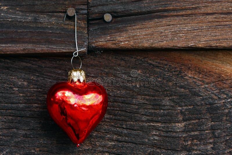 Ornamento del cuore su legno fotografie stock