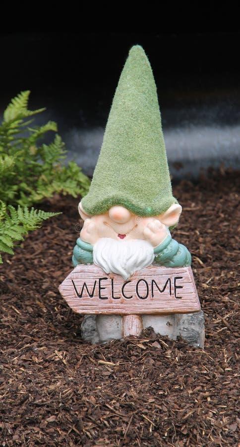 Ornamento di Gnome del giardino fotografie stock libere da diritti