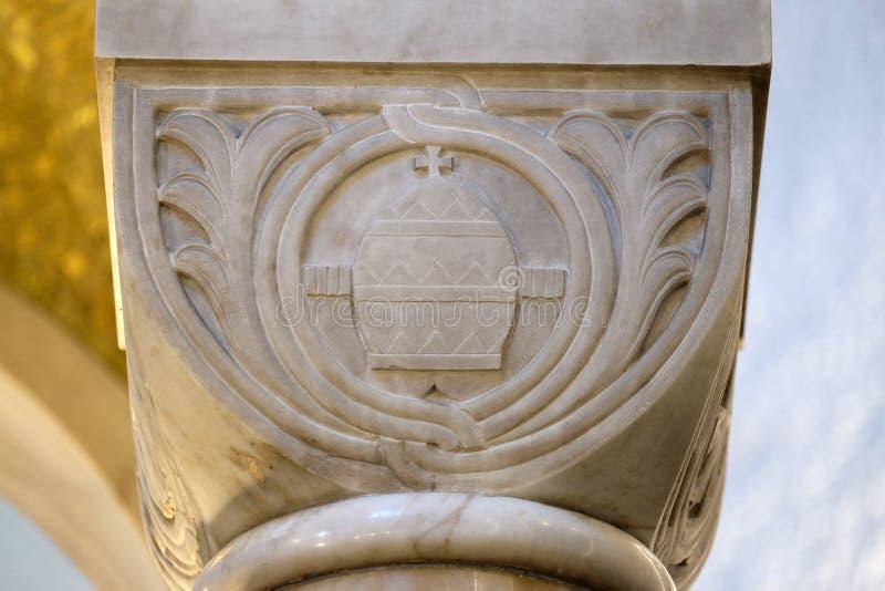 Ornamento di pietra scolpito della colonna nella chiesa di San Biagio a Zagabria fotografie stock libere da diritti