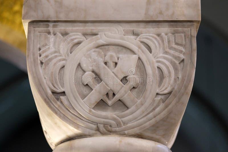 Ornamento di pietra scolpito della colonna nella chiesa di San Biagio a Zagabria fotografia stock