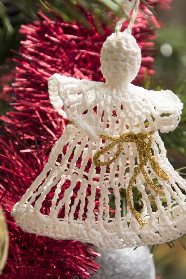 Ornamento do anjo na árvore de Natal Foto bonita do feriado imagem de stock royalty free