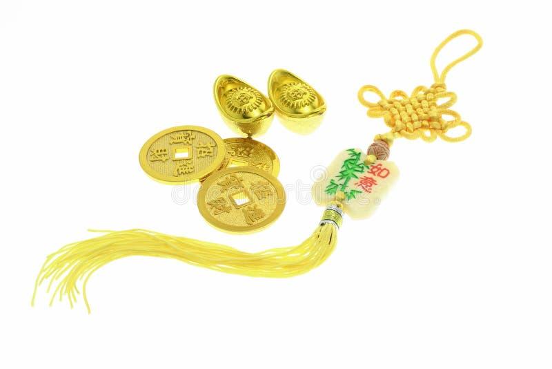 Ornamento do ano novo, moedas de ouro e lingotes chineses fotos de stock