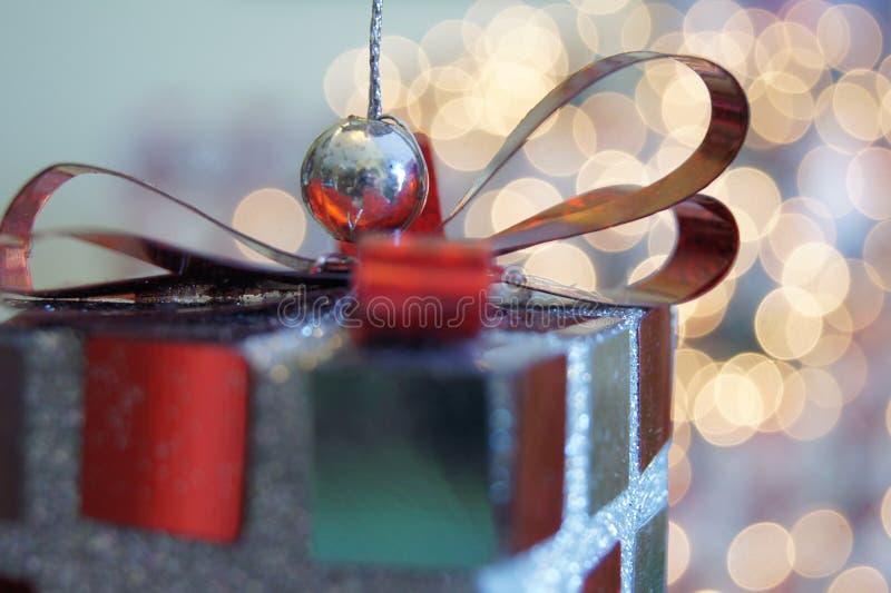 Ornamento do presente de Natal fotos de stock royalty free