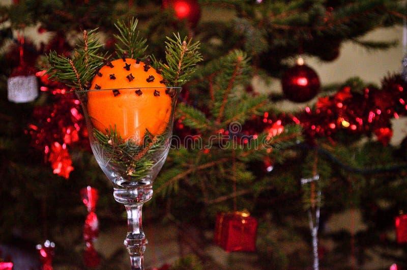 Ornamento fatto a mano di Natale naturale con l'arancia fotografie stock