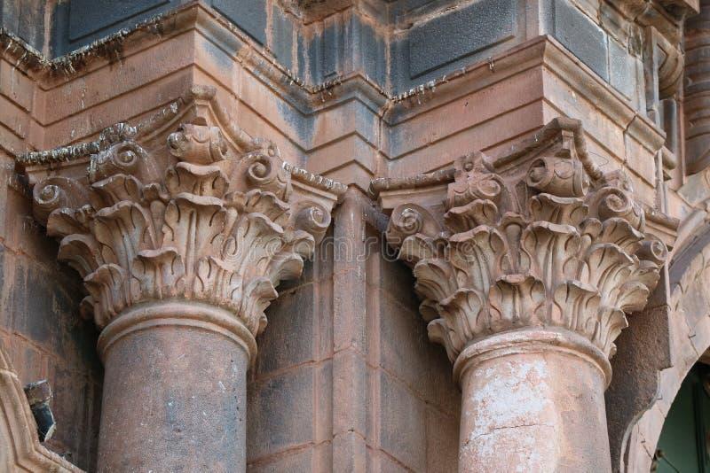 Ornamento lindo da coluna da basílica da catedral da suposição do Virgin em Cusco, Peru imagem de stock royalty free