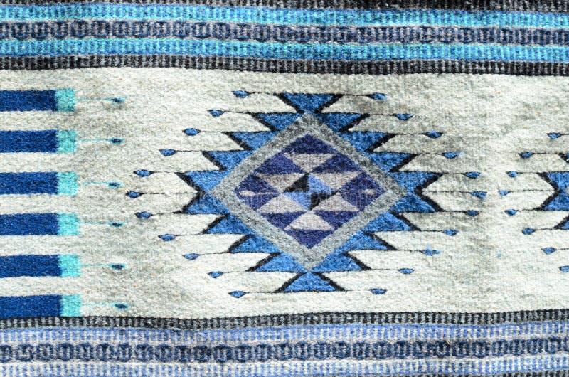 Ornamento mexicano tradicional en la alfombra tejida imagen de archivo libre de regalías