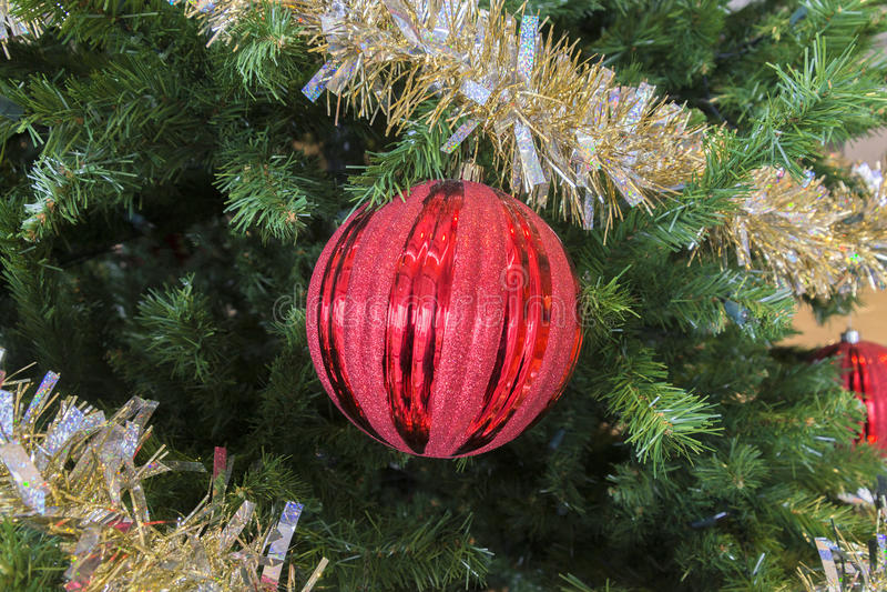 Ornamento rosso di scintillio e lamé festivo frizzante in vacanza Chris fotografie stock libere da diritti
