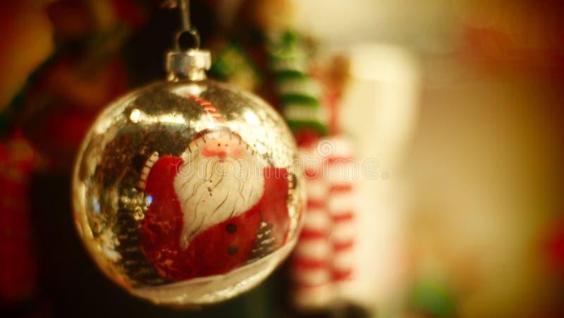 Ornamento Santa Claus Jingle Bell do Natal imagem de stock royalty free
