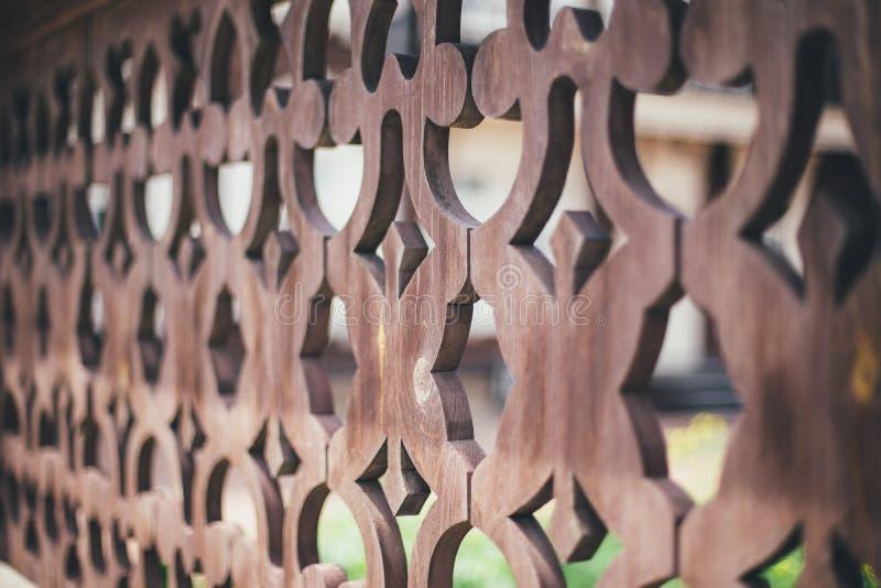 Ornamento su un recinto di legno fotografie stock libere da diritti