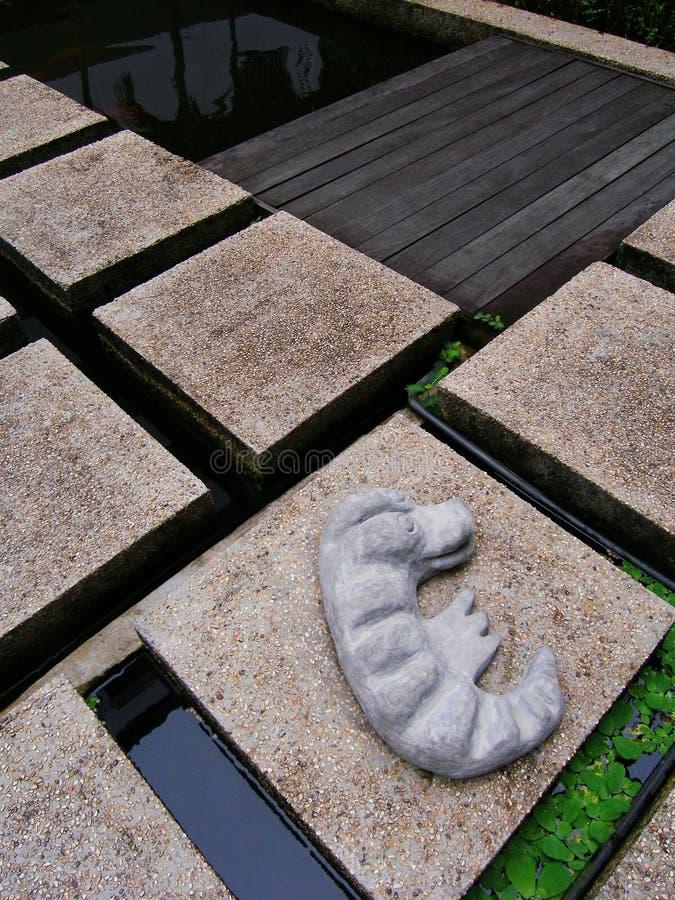 Ornamento sveglio del giardino del coccodrillo immagine stock libera da diritti