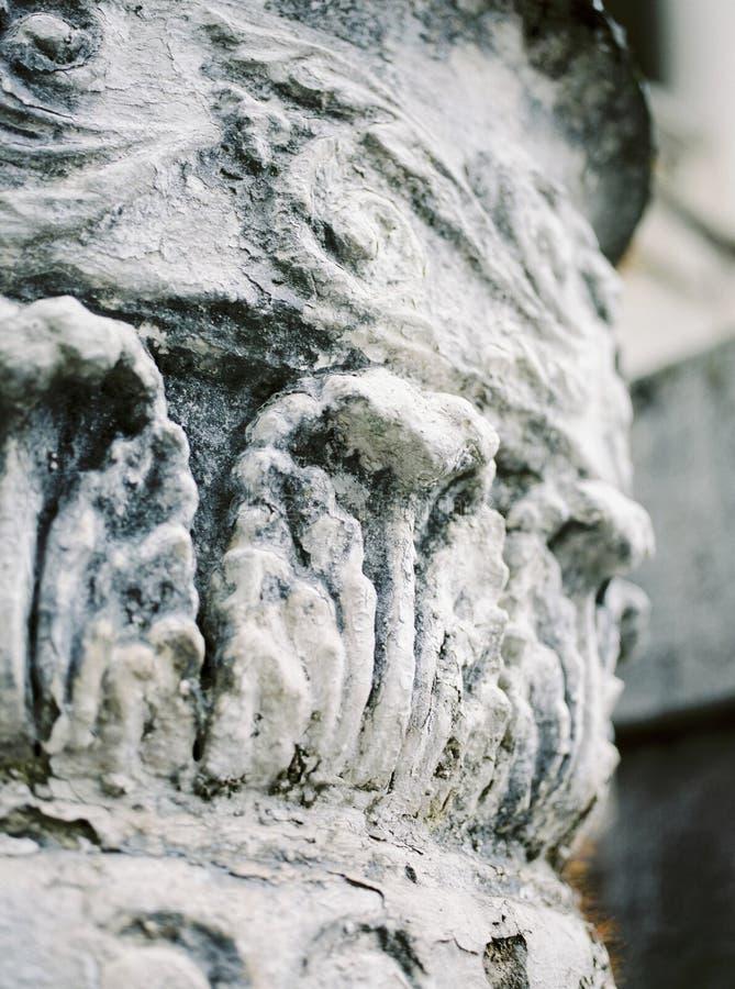Ornamento tradicional em uma coluna de pedra em Europa fotografia de stock royalty free