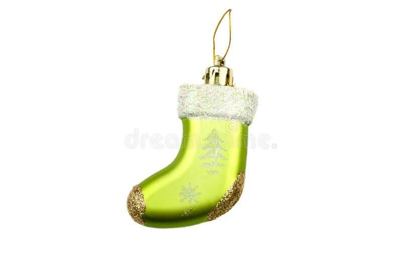Ornamento verde da árvore de Natal da peúga com o pó pintada e do ouro isolado no fundo branco fotos de stock