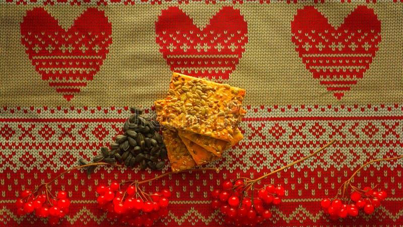 Ornamento, viburnum, galletas del grano y semillas de girasol ucranianos fotografía de archivo