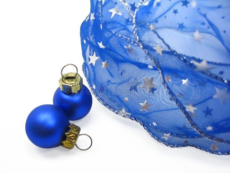 Ornamentos azules de la Navidad imagenes de archivo