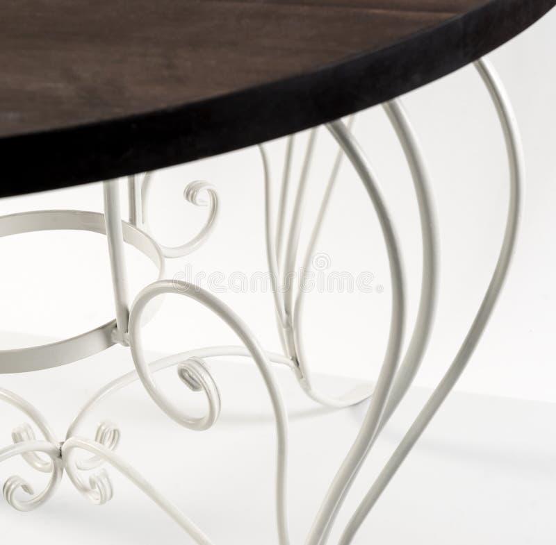 Ornamentos curvados hermosos de la tabla con de madera a imagen de archivo