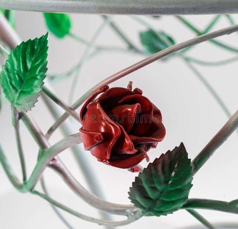 Ornamentos curvados hermosos de la tabla, de la rosa del rojo y foto de archivo libre de regalías