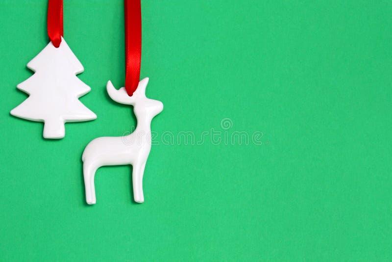 Ornamentos de Chrismas en verde imagen de archivo