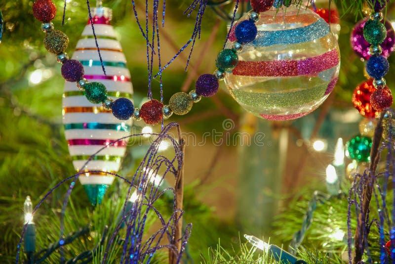Ornamentos de cristal hermosos de la Navidad imagen de archivo libre de regalías